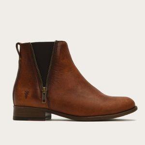 NWT Frye Chelsea Cognac Zip Up Boots 7.5
